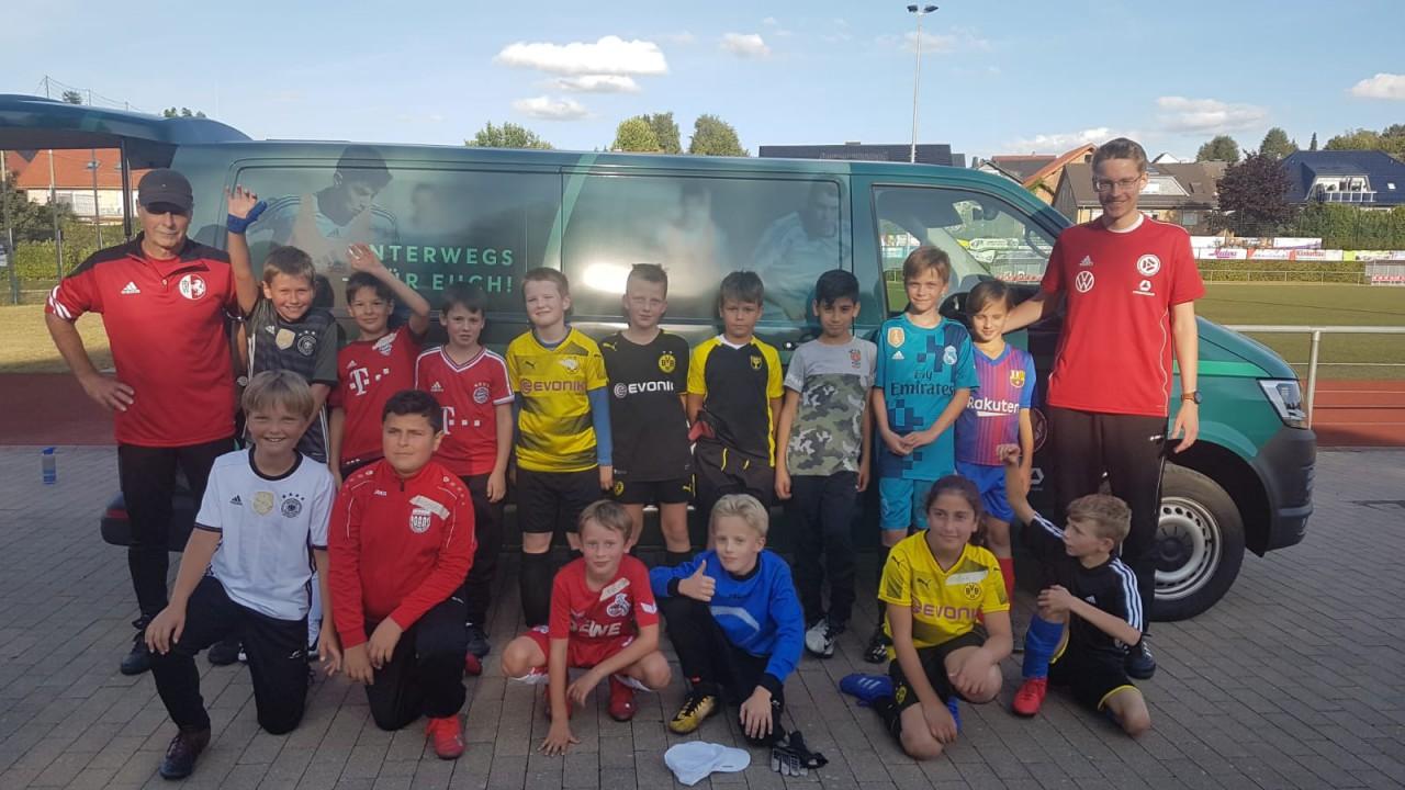 DFB-Mobil zu Gast beim E-Jugendtraining